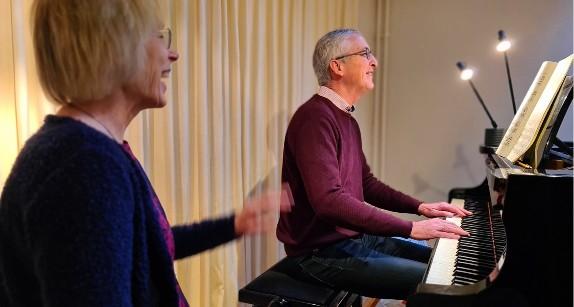Pianoles geven is de passie van Loes van den Berg in Zutphen